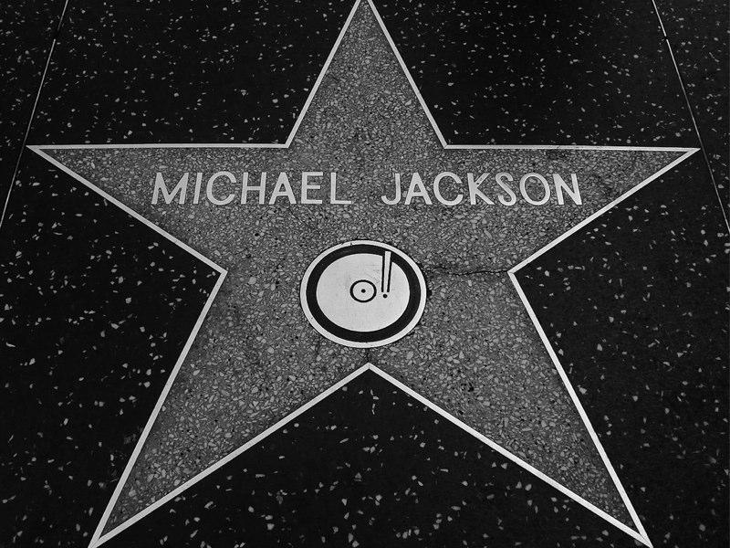 Michael Jackson, le 7, le 25 et la synchronicité. Michae10