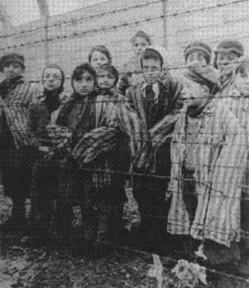 Camps, photos avec des enfants dans le sytsème nazi Aa10