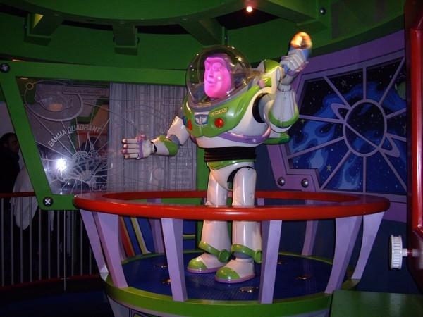 [01.02.09]Disneyland Paris Buzz210