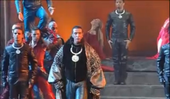 """[Captures DVD] Nuno dans la chanson """"Verone"""" Sans_t30"""