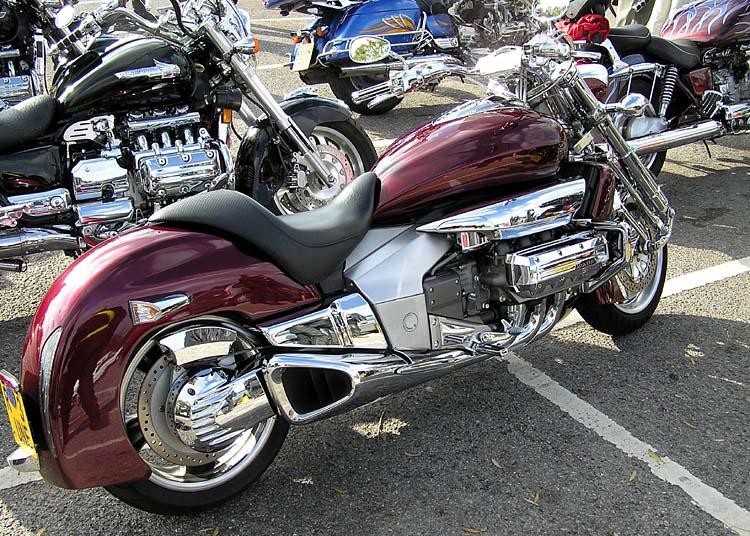 Moto de tous les superlatifs : Honda Rune Honda_11