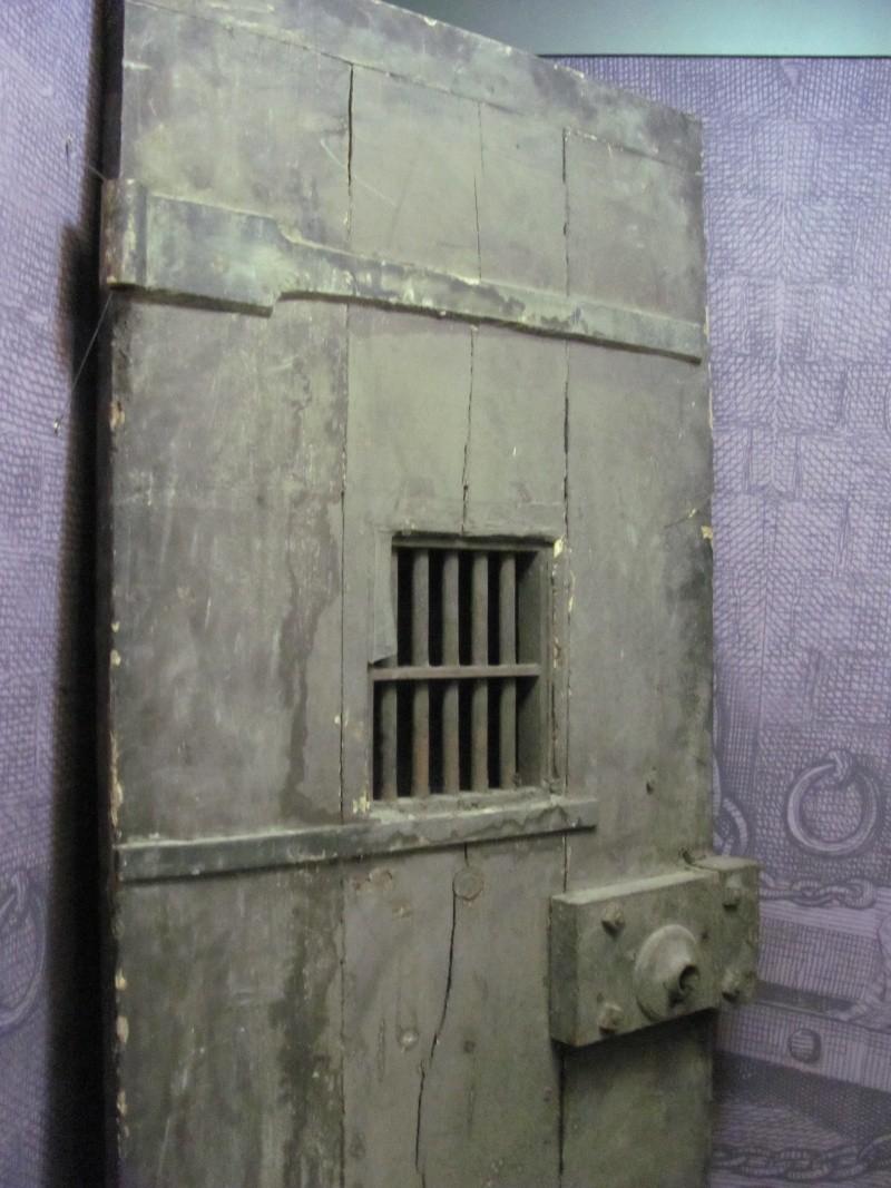 La prison forteresse de la Bastille et sa démolition - Page 3 Img_1114