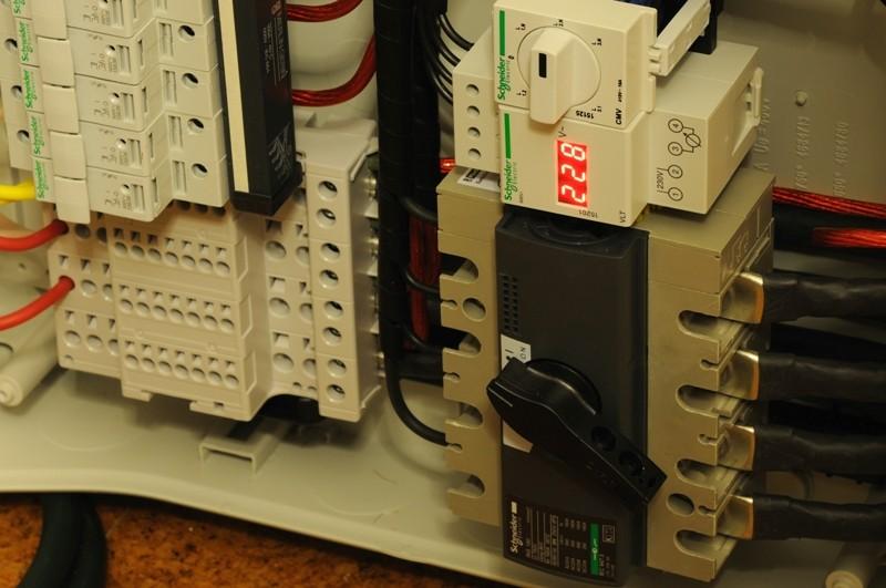 Alimentação Eléctrica no Contexto de Sistemas de Alta-fidelidade F4_dsc10