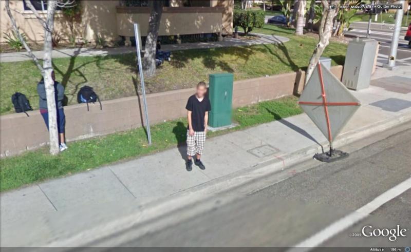 STREET VIEW : les gens en chaussettes noires ! - Page 3 Chauss18
