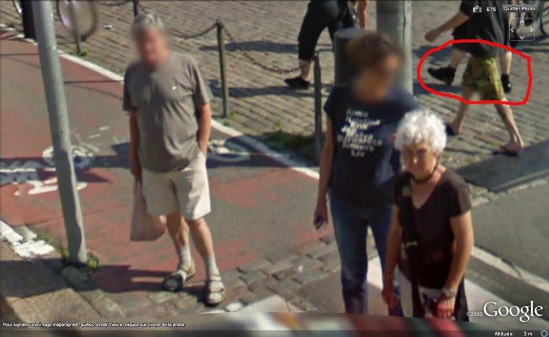 STREET VIEW : les gens en chaussettes noires ! - Page 6 Chauss43