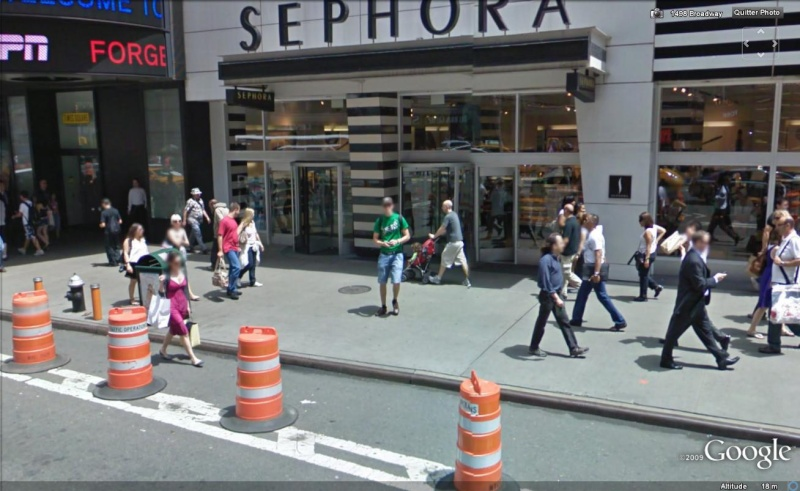 STREET VIEW : les gens en chaussettes noires ! - Page 6 Chauss53