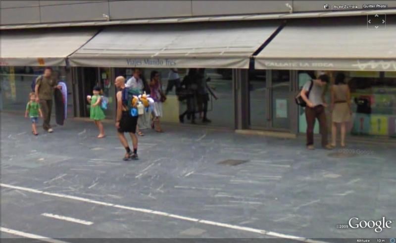 STREET VIEW : les gens en chaussettes noires ! - Page 6 Chauss54