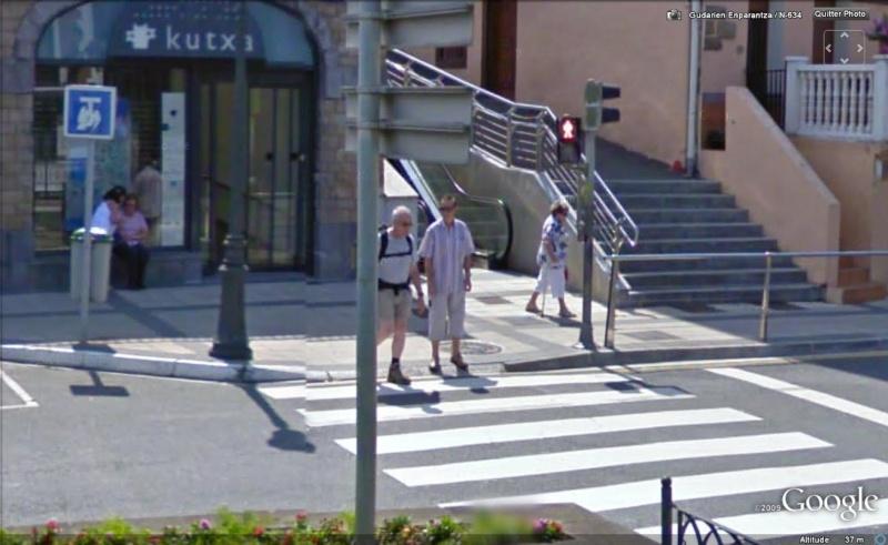 STREET VIEW : les gens en chaussettes noires ! - Page 6 Chauss55