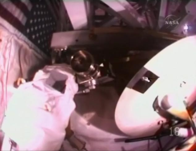 [STS-131 / ISS19A] Discovery : EVA 1 Anderson et Mastracchio Eva1210
