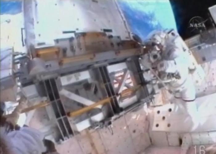 [STS-131 / ISS19A] Discovery : EVA 1 Anderson et Mastracchio Eva1610
