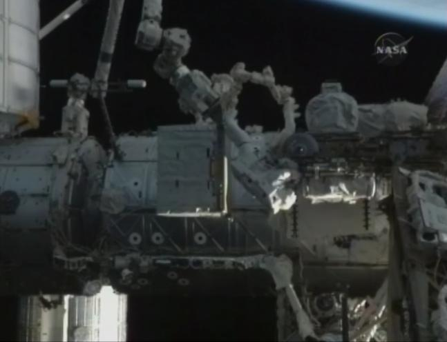 [STS-131 / ISS19A] Discovery : EVA 1 Anderson et Mastracchio Eva2310
