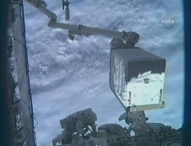 [STS-131 / ISS19A] Discovery : EVA 1 Anderson et Mastracchio Eva2410