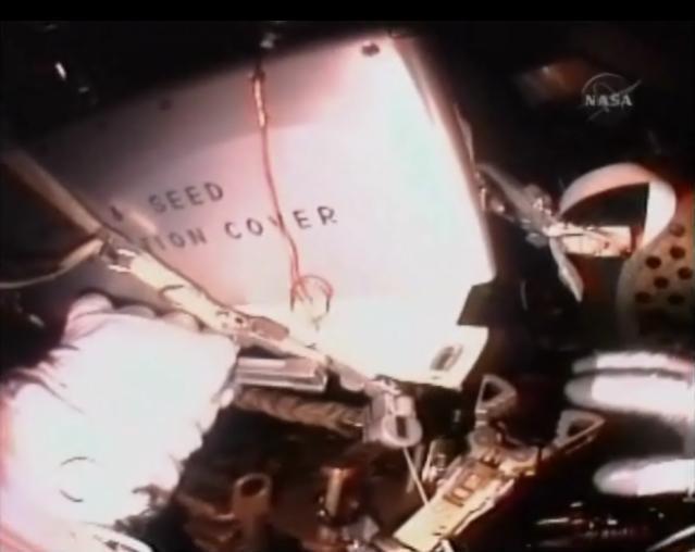 [STS-131 / ISS19A] Discovery : EVA 1 Anderson et Mastracchio Eva910