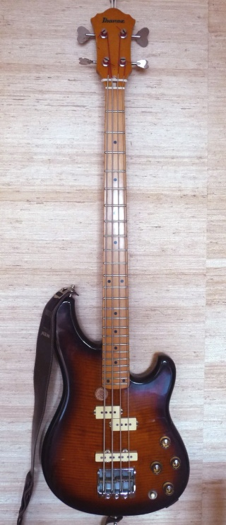 COIN GUITARE/BASSE - Page 2 Basse11
