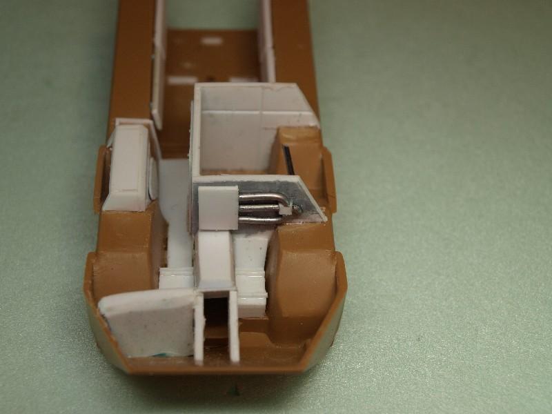 VAB 4x4  [HELLER 1/72]  ---  Montage terminé P1012712