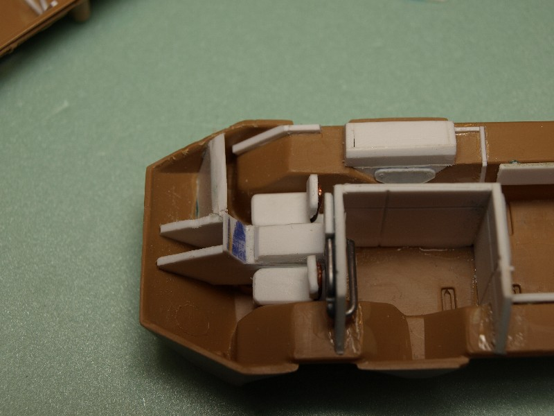 VAB 4x4  [HELLER 1/72]  ---  Montage terminé P1012720