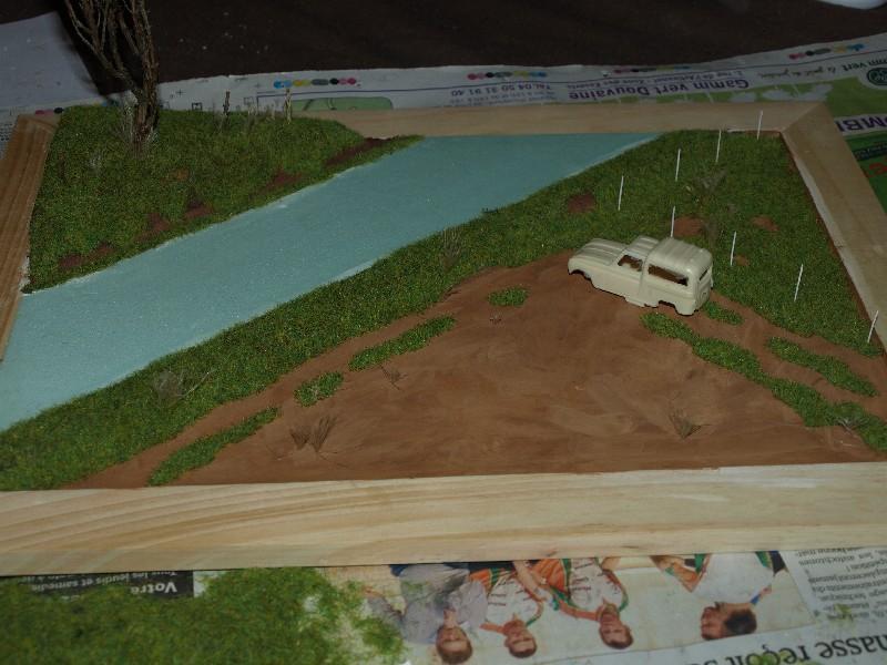 Construction d'un diorama : une route de campagne. C'est fini. - Page 2 P1016233