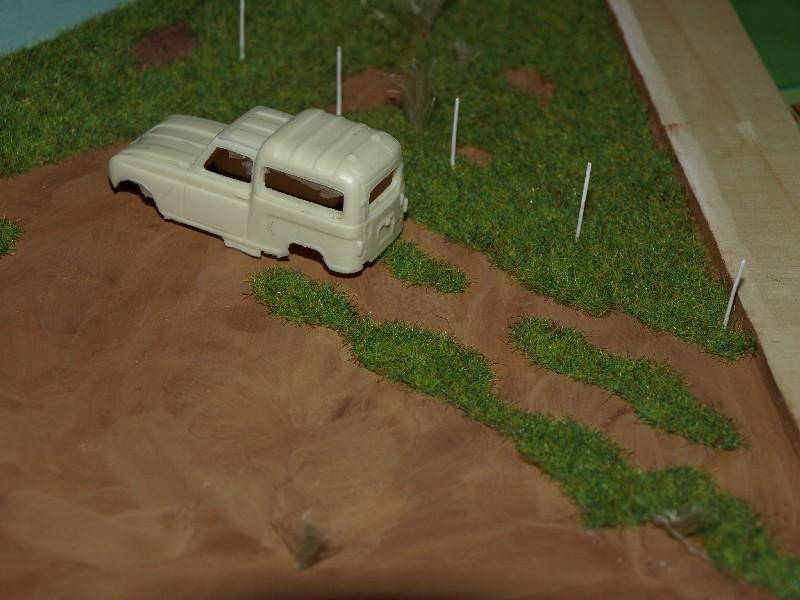 Construction d'un diorama : une route de campagne. C'est fini. - Page 2 P1016237