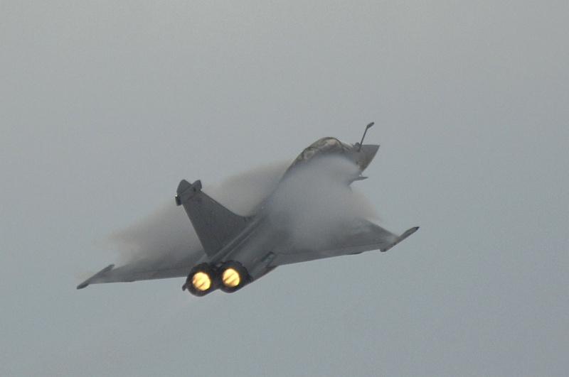 Mardi 23 mars sur FR2 En vol avec l'armée de l'air ( reportage sur le tir d'une ariane 5) - Page 3 0354-110