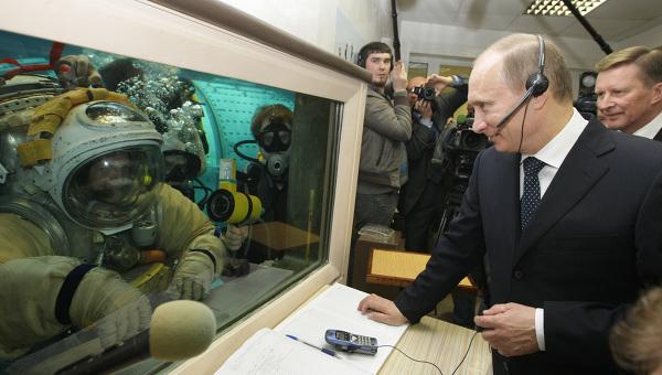 Poutine visite le centre de formation des cosmonautes 18640310