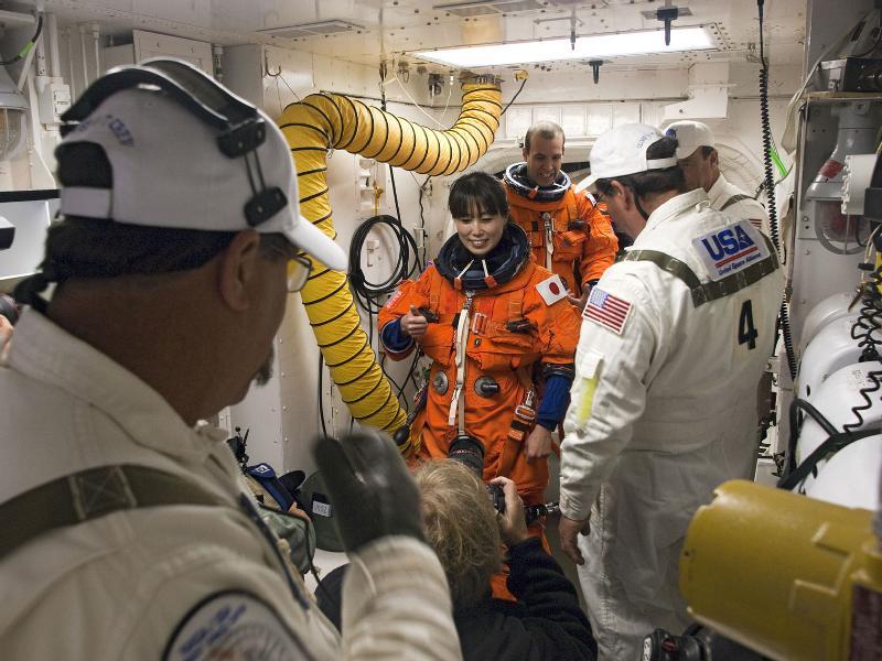 [STS-131] Discovery : préparatifs - Page 4 43281310
