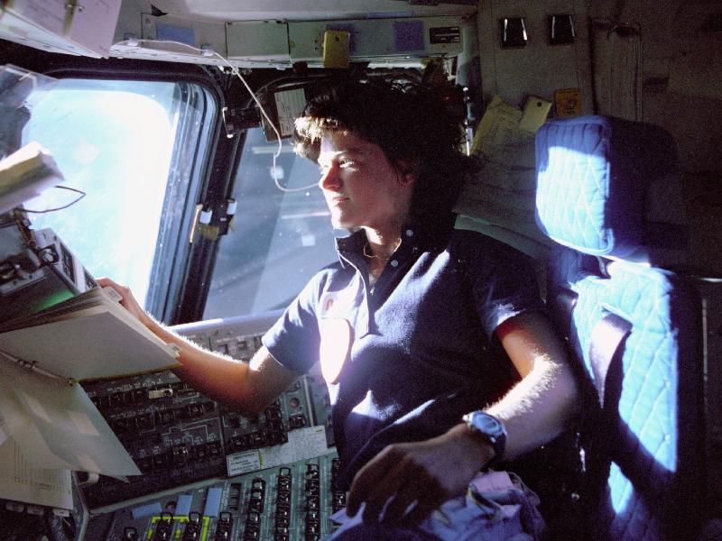 Les 55 voyageuses de l'espace - Page 2 46292410
