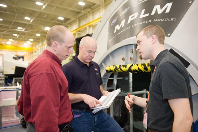 [STS-131] Discovery : préparatifs - Page 3 Jsc20113