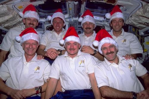 comment passe-t-on Noel dans l'Espace? Sts10310
