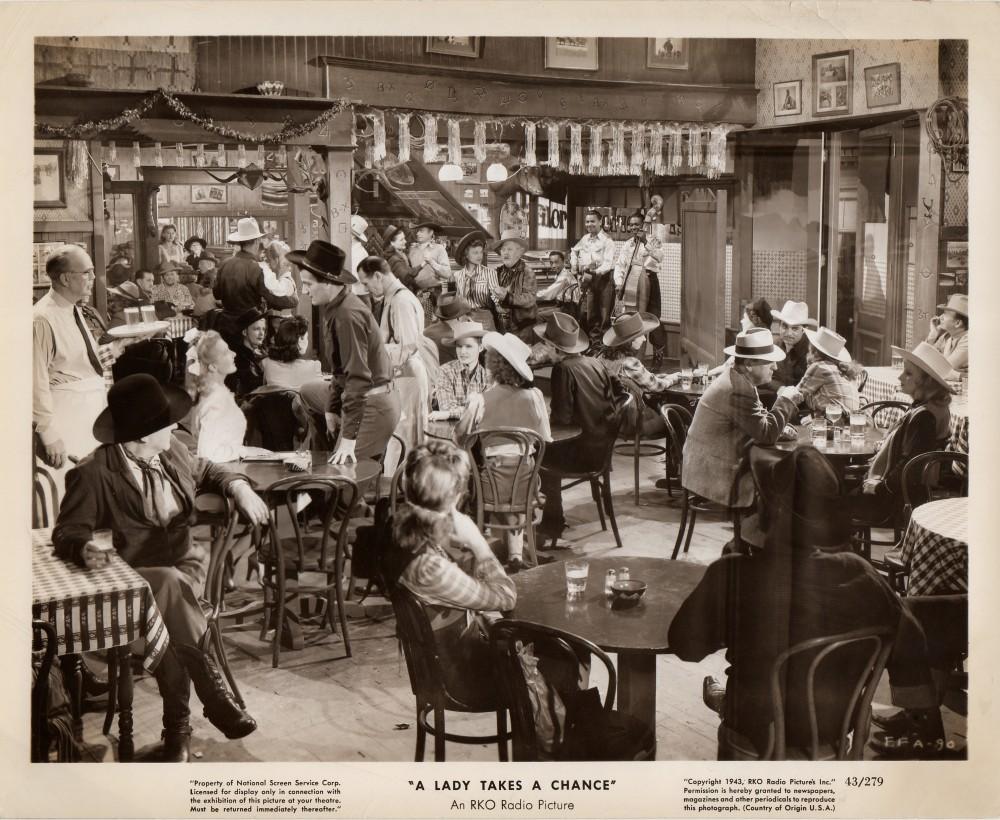 La Fille et son Cowboy - A Lady Takes A Chance - 1943 Duke_321