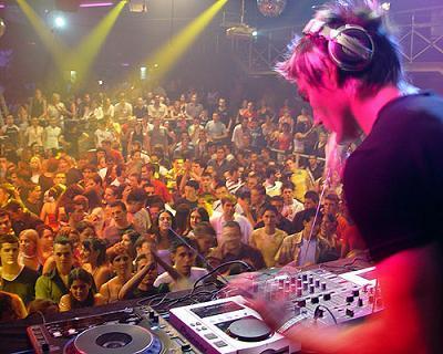 voici un DJ qu'on adore ma chérie et moi Gabry-11