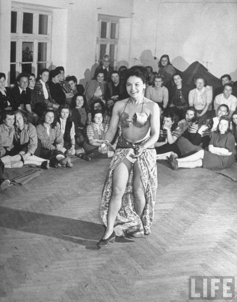 Le IIIe Reich et les Femmes... Ss_gir10