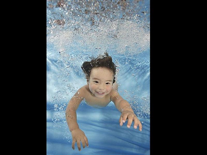 Bébé sous l'eau 2110