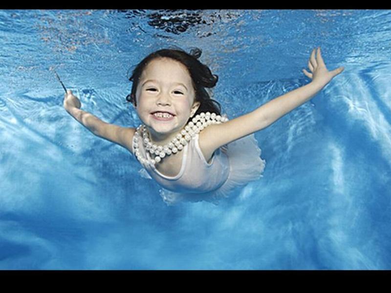 Bébé sous l'eau 2210