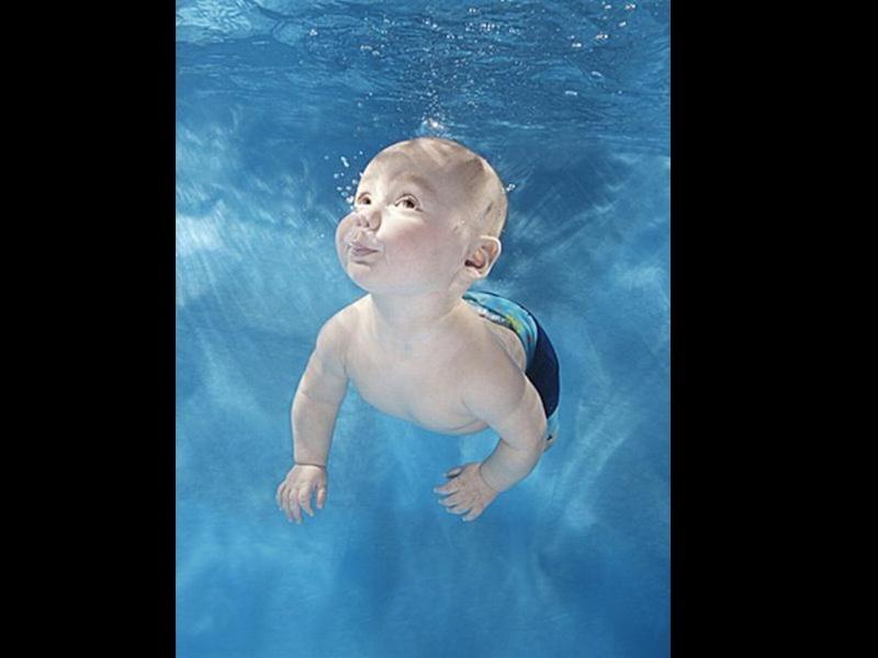 Bébé sous l'eau 2310