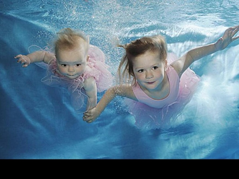 Bébé sous l'eau 2510