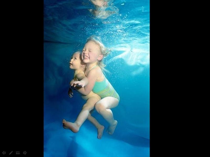 Bébé sous l'eau 710
