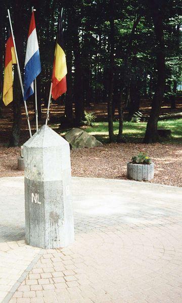 D (pour Allemagne) ,B (pour Belgique), NL (pour Pays-Bas) - Vaalserberg Driela11
