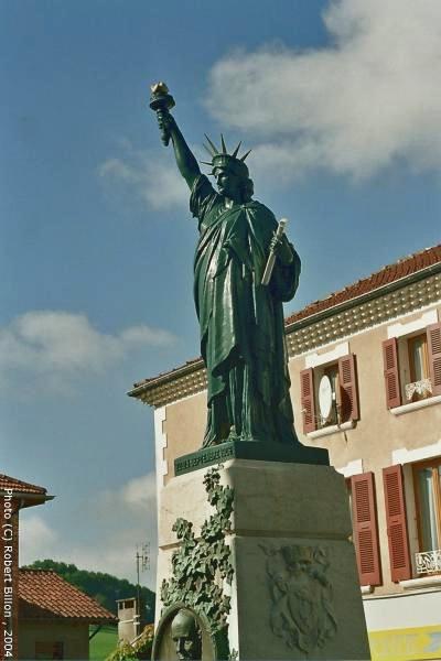 Statue de la Liberté = les répliques découvertes grâce à Google Earth - Page 3 Roybon10