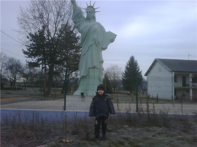 Statue de la Liberté = les répliques découvertes grâce à Google Earth - Page 3 Statue10