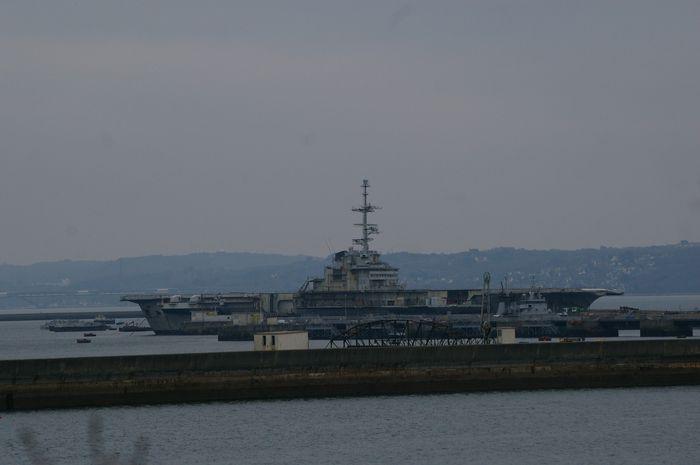 Photo départ du Clémenceau de Brest Imgp0210