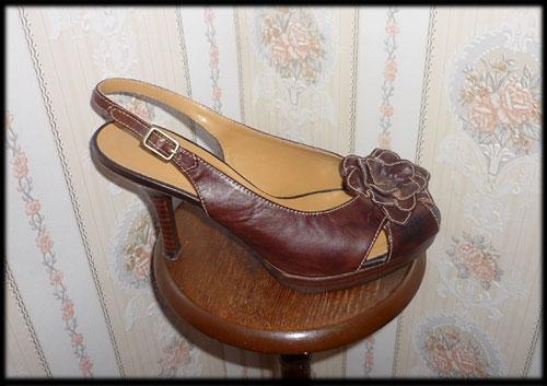 Bottes et escarpins en pagaille Etam210