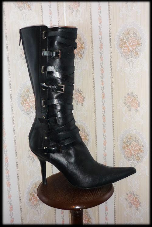 Bottes et escarpins en pagaille Zara110