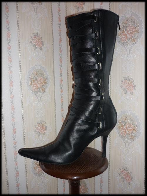 Bottes et escarpins en pagaille Zara210