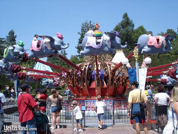 Dumbo the Flying Elephant à Disneyland Paris Dumbo_10