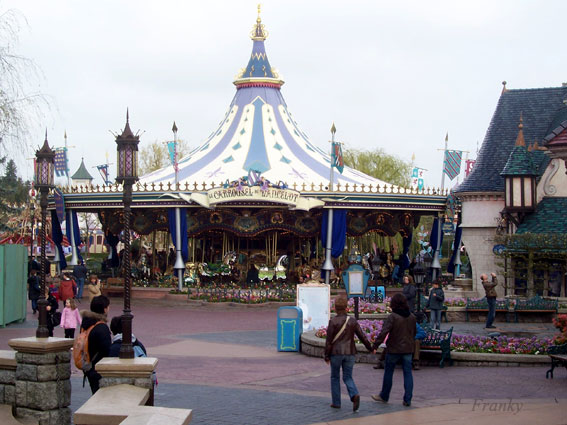 Le Carrousel de Lancelot de Disneyland Paris Le_car10