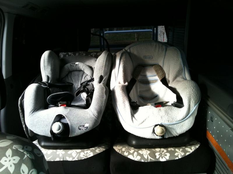 2 sièges bébé sur la banquette arrière Img_0110