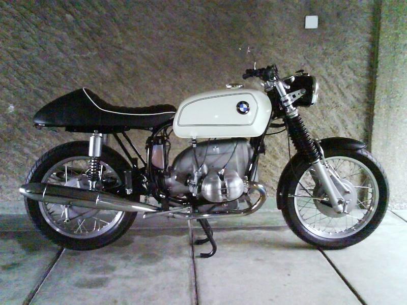 C'est ici qu'on met les bien molles....BMW Café Racer Dsc00411