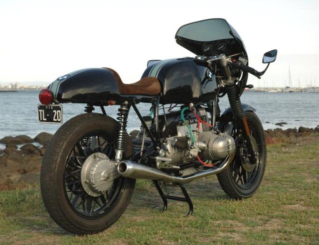 C'est ici qu'on met les bien molles....BMW Café Racer Z310