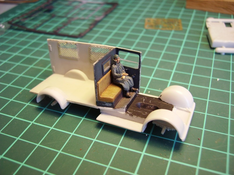 conducteur d'ambulance 1/72° 00138