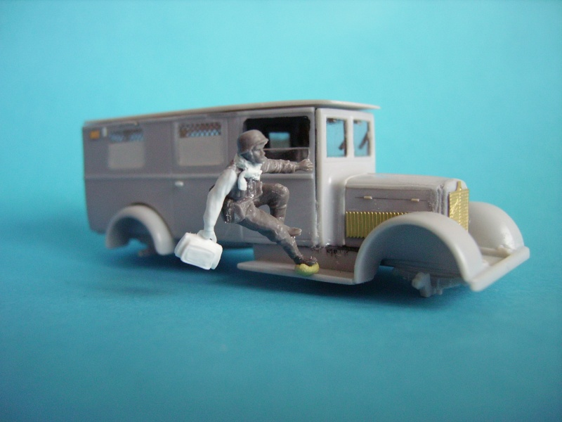 conducteur d'ambulance 1/72° 00619